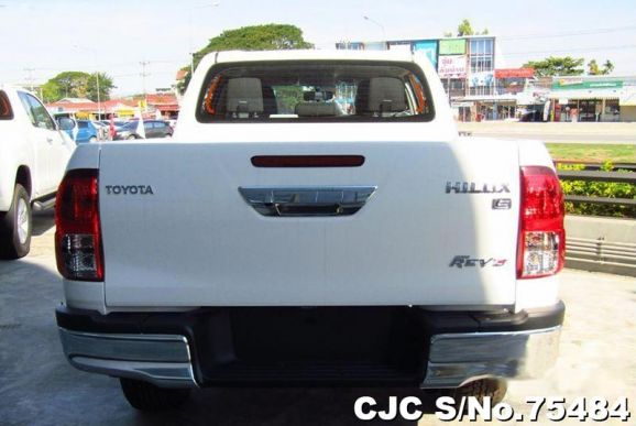 Hilux Revo White Manual 2018 2.4L Diesel
